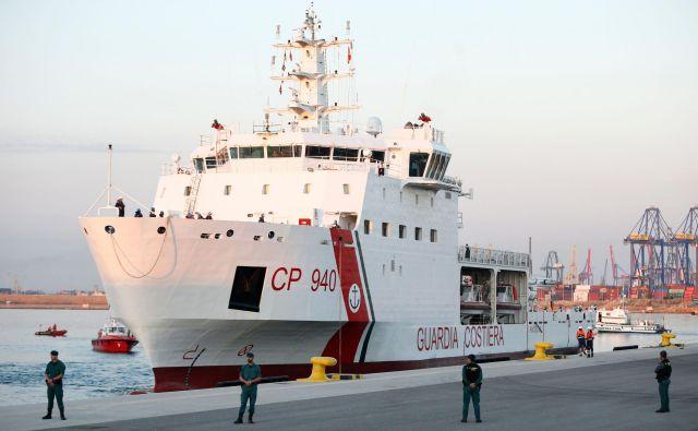 Na ladji Dattilo je del od skupaj 630 migrantov z Aquariusa.FOTO: AFP