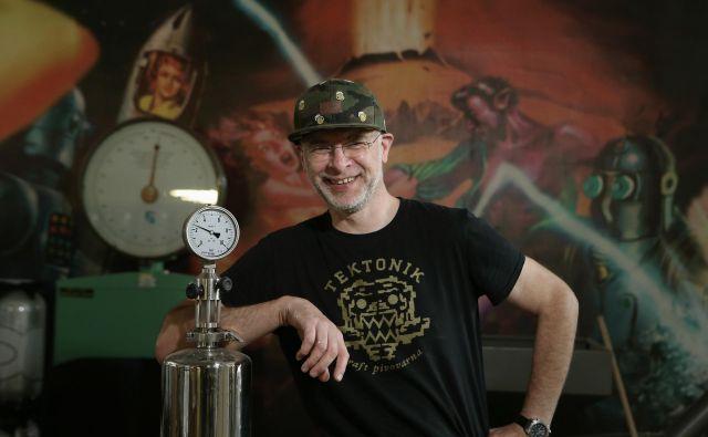 Marko Jamnik, glavni varilec in vodja pivovarne Tektonik v Ljubljani. FOTO: Jože Suhadolnik