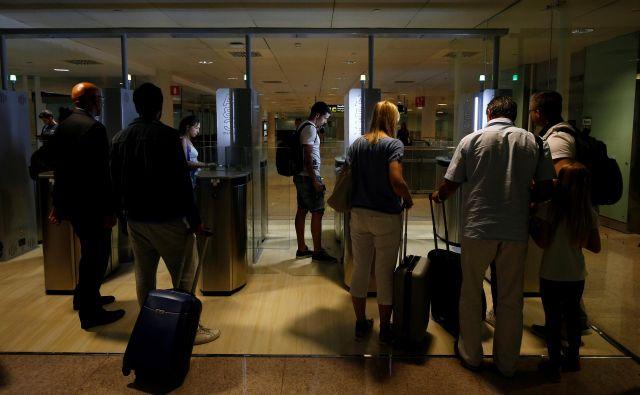Marsikje je nadzor že delno avtomatiziran, kot recimo na barcelonskem letališču El Prat. Foto Reuters