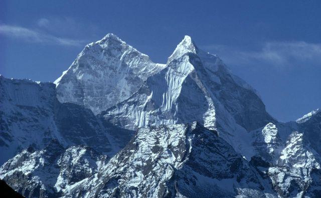 Nepalske ekspedicijske skupine odgovarjajo, da se tujci vedejo, kakor da je Mount Everest njihova kolonija, zato jih motijo tekmeci iz Nepala. FOTO: Guliver