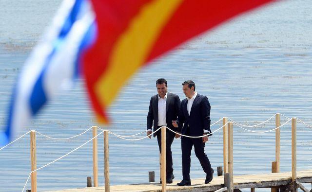 Čeprav to ni vsakdanja praksa na Balkanu, voditelji EU ne bi smeli dvomiti o možnosti, da bosta Atene in Skopje prešla od besed k dejanjem. FOTO: AFP