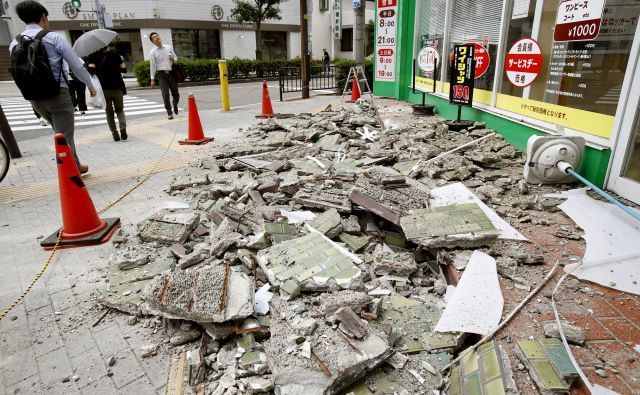 Strokovnjaki svarijo pred novim potresom. FOTO: Yosuke Mizuno/Ap