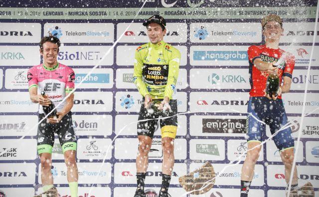 Drugouvrščeni na dirki po Sloveniji Rigoberto Uran, zmagovalec Primož Roglič in tretji Matej Mohorič (z leve) so si dali duška na zmagovalnem odru. FOTO: Uroš Hočevar
