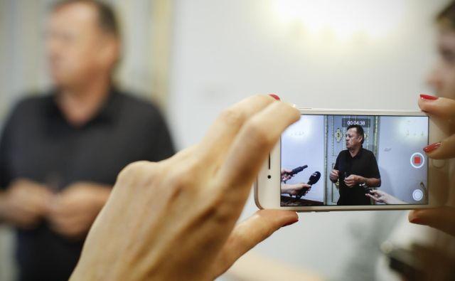 Zoran Janković je po nedeljskem zbiranju podpisov proti razlastitivi šentviškega pokopališča vendarle dal izjavo za javnost. FOTO: Uroš Hočevar