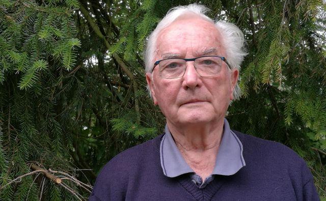 """""""Vzrokov, zakaj posledice decembrskega vetroloma v gozdovih niso odpravljene, je več,"""" pravi upokojeni gozdar Janez Černač. FOTO: Simona Fajfar"""