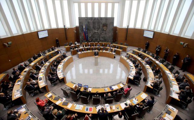 Novoizvoljeni poslanci bodo v klopi prvič sedli v petek. FOTO: Blaž Samec/Delo