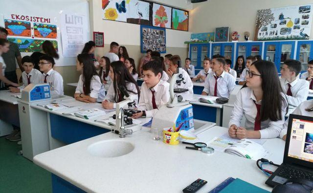 Slovenskih učenci albanskih korenin so obiskali Kosovo in Albanijo. Foto Simona Fajfar