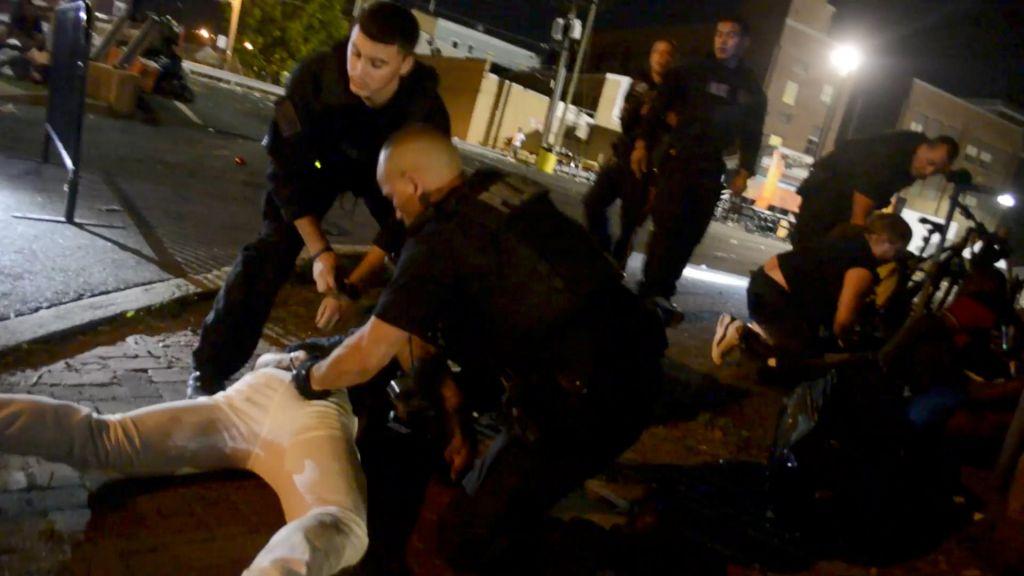 FOTO:Nasilje uličnih tolp zahtevalo eno življenje, 22 ranjenih (FOTO in VIDEO)
