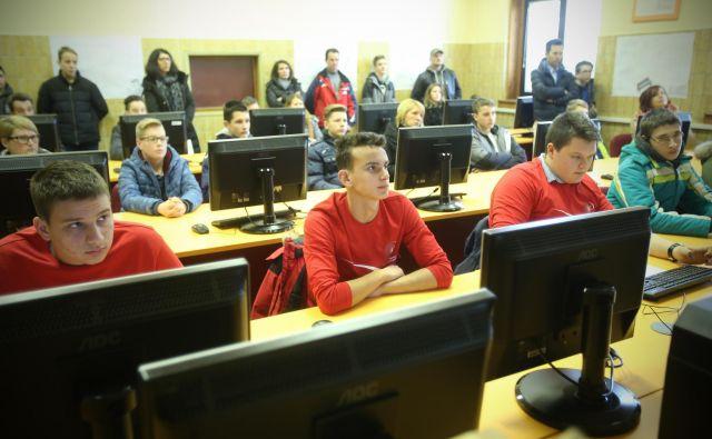 Bodoči dijaki deficitarnih poklicev, predvidoma tisoč jih bo, bodo ves čas izobraževalne poti prejemali po 100 evrov na mesec. FOTO: Jure Eržen/Delo