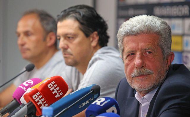 Predsednik Drago Cotar (desno), športni direktor Zlatko Zahović in trener Darko Milanič gredo v skupno prihodnost zmagam naproti. Foto Tadej Regent/Delo