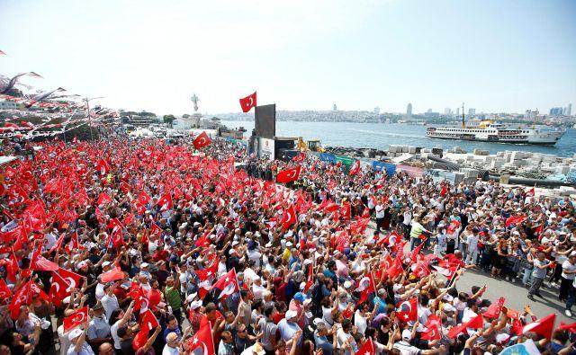 Turške volitve bodo v nedeljo. FOTO: Osman Orsal/Reuters