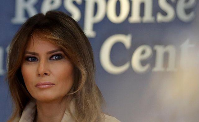 Kritike prihajajo iz vsega sveta, tragične podobe otrok pa so opazili tudi nekateri republikanci. Med njimi nekdanja prva dama ZDA Laura Bush in tudi sedanja Melania Trump. FOTO: Carlos Barria/Reuters
