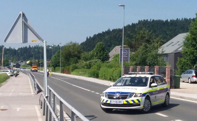 Policista sta z ročnim laserskim merilnikom izmerila, da je divjak vozil s hitrostjo kar 121 kilometrov na uro. FOTO: B. C.