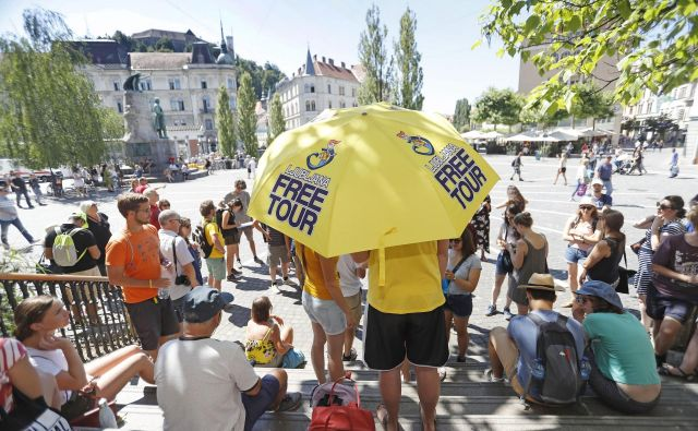 Turisti v Ljubljani v povprečju porabijo 150 evrov na dan, petični gostje pa tudi do 700 evrov. FOTO: Leon Vidic/Delo