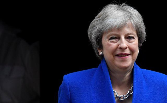 Britanska premierka Theresa May zapušča Downing Street. FOTO: Toby Melville/Reuters