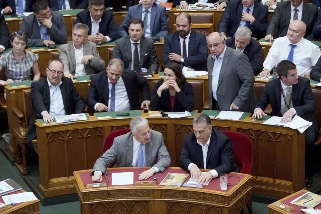 Madžarski parlament z zakonom nad migrante