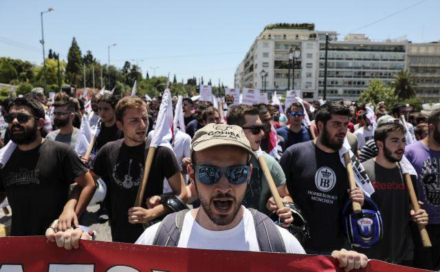 Grki se še naprej upirajo varčevalni politiki. FOTO: AP