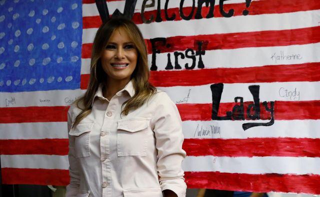 »To je bila izključno njena zamisel. Hotela je iti sem,« je novinarjem, ki so spremljali prvo damo na poti v Teksas, povedala njena tiskovna predstavnica. FOTO: Kevin Lamarque/Reuters