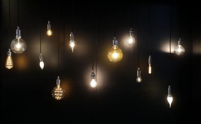 V razvitem svetu devet desetin življenja preživimo v zaprtih prostorih ob umetni svetlobi. Foto Uroš Hočevar
