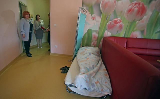 V Državnem preventivnem mehanizmu so imeli posebej pod drobnogledom prostorsko stisko v posebnih socialnovarsvenih zavodih. FOTO: Tadej Regent/Delo