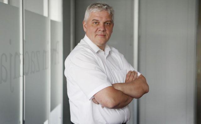 Andrej Orožen, ki skupaj z Juretom Knezom vodi Dewesoft, upočasnitve razvoja električnih in avtonomnih vozil zaradi upočasnjevanja gospodarske aktivnosti ne pričakuje. Foto Leon Vidic