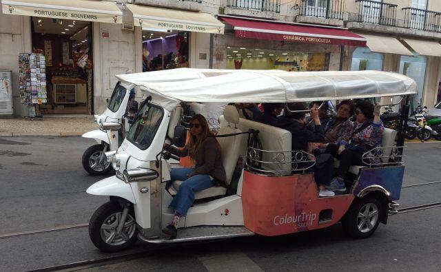 Javni promet v Lizboni dopolnjujejo rikše na elektriko. Foto Borut Tavčar/Delo