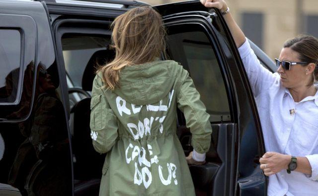 Melania Trump ob vrnitvi na letališče Andrews Air Force Base FOTO: Andrew Harnik/AP