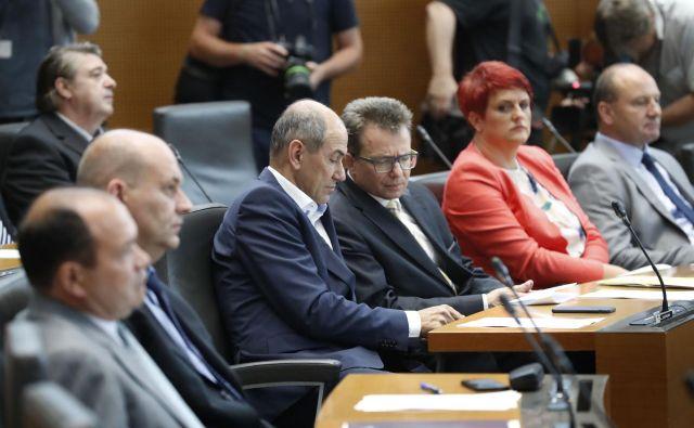 Janez Janša na ustanovni seji DZ. FOTO: Leon Vidic/Delo