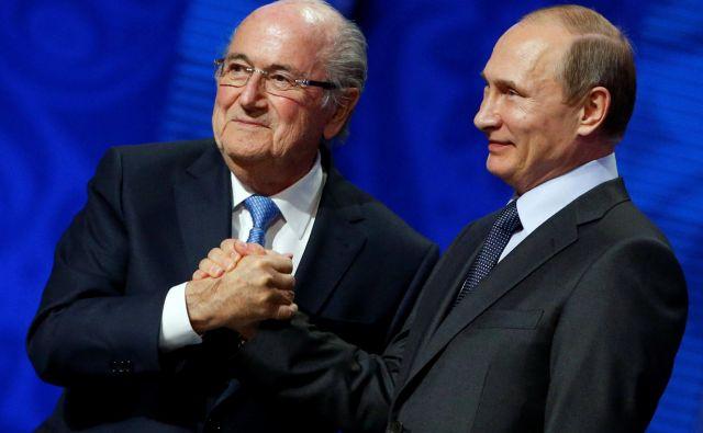 Sepp Blatter in Vladimir Putin. FOTO: Reuters
