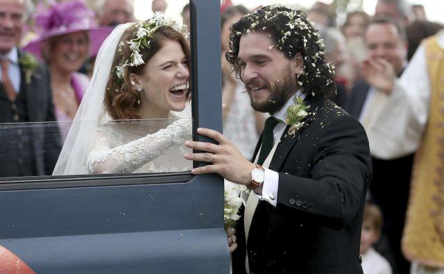 Igralca Kit Harington in Rose Leslie sta svojo ljubezen kronala s poroko. FOTO: Jane Barlow/AP