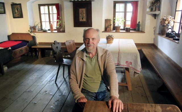Vodnik in oskrbnik Liznjekove hiše Silvester Mirtič: »To je bil trden dom, bogat kmečki dom, ki je bil čisto zadosten za okvire precej velike družine – za generacijo starih gospodarjev ter za prevzemnika z ženo in številnimi otroki.« FOTO: Roman Šipić