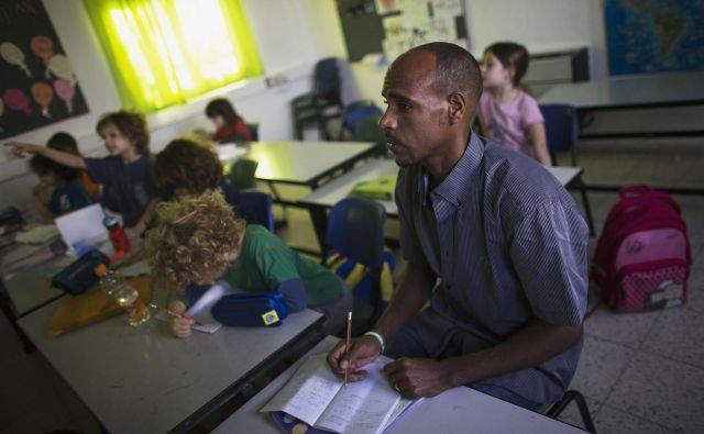 Bolj skrbno bo treba načrtovati, kaj migranti potrebujejo – od znanja jezika do tehničnega usposabljanja – za čim hitrejšo vključitev v novo okolje. Pred vsem tem pa bo treba, podobno kot pri vsaki osebi na začetku delovne poti, verjetno ugotoviti posameznikove sposobnosti. FOTO: Reuters