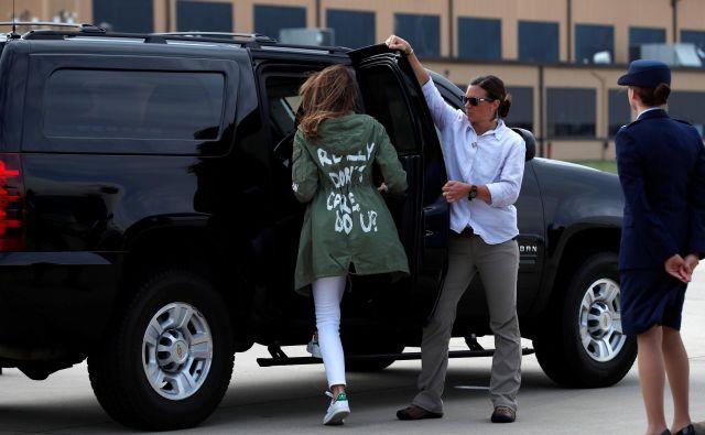Melania Trump z jakno, ki je šokirala svet. FOTO: Reuters