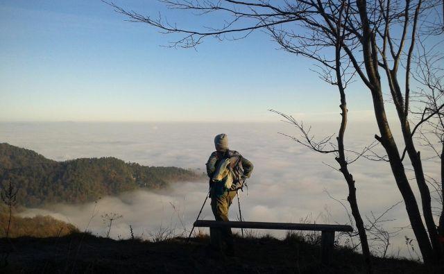 Planinec na vrhu Grmade v Polhograjskih dolomitih. Foto Jure Eržen