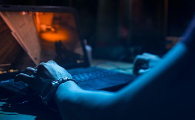 Igranje elektronskih iger večinoma ne vodi v zasvojenost, saj ta prizadene le manjši del od okoli 2,5 milijarde igralcev, a posledice so lahko enako hude kot pri odvisnosti od alkohola ali drog. Foto Shutterstock