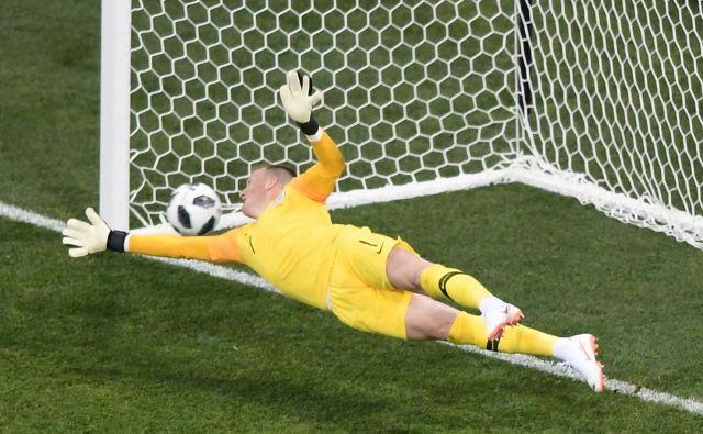 Angleški vratar Jordan Pickford na tekmi proti Tuniziji. Foto Nicolas Asfouri Afp