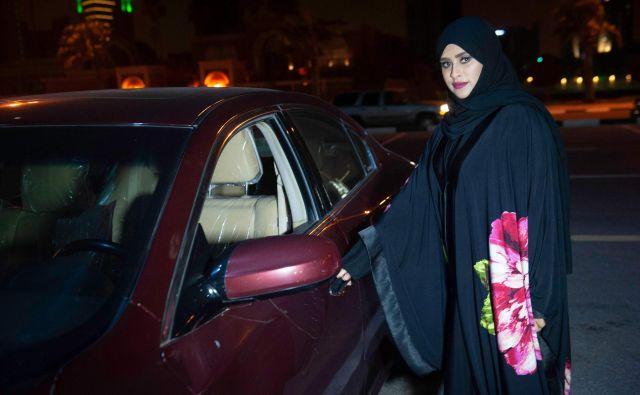 Ženske za volan v monarhiji desetletja niso smele sesti zaradi stroge interpretacije islama s strani konservativnih klerikov. FOTO: AFP