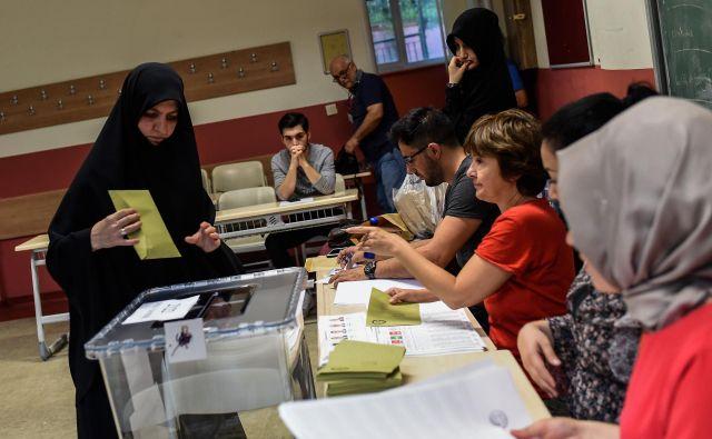 Danes oddanim glasovom bodo prišteli tiste iz diaspore, kjer je okoli tri milijone volivcev svojo voljo lahko izrazilo že do 19. junija. FOTO: AFP
