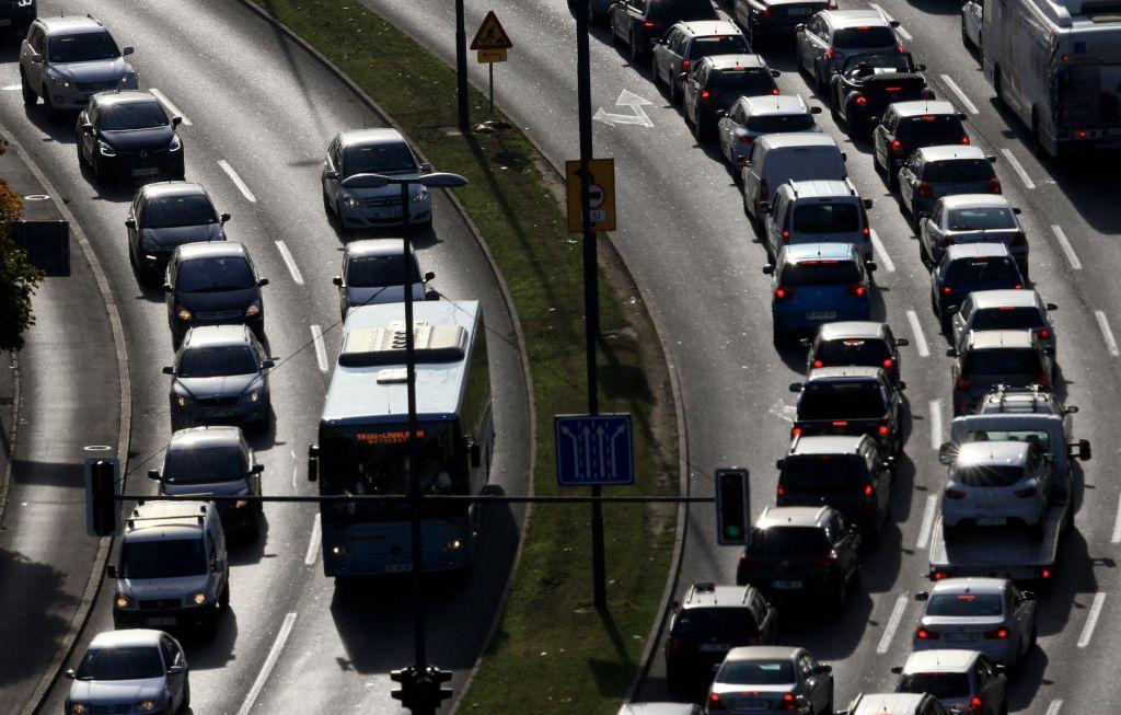 Na slovenskih cestah danes bolj umirjeno