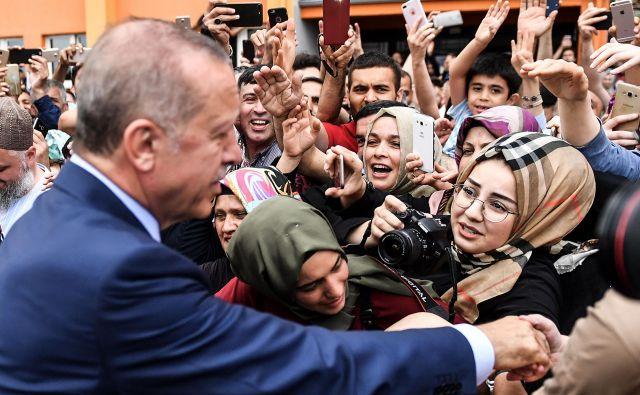 Ince je priznal, da je Erdogan (na sliki) dobil več kot 10 milijonov glasov več od njega. FOTO: AFP