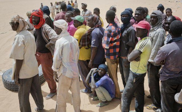 Natančno število smrtnih žrtev ni znano, vendar je več posameznikov dejalo, da so na poti izgubili svoje najbližje. FOTO AP