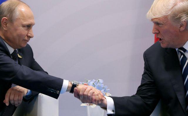 Voditelja Rusije in ZDA sta se prvič uspela dobiti na kratkem pogovoru pred enim letom ob robu vrha skupine držav G-20. FOTO: Reuters