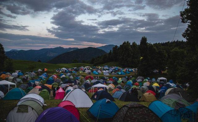 Pisana paleta šotorov na Gori rocka. FOTO: Pija Šarko