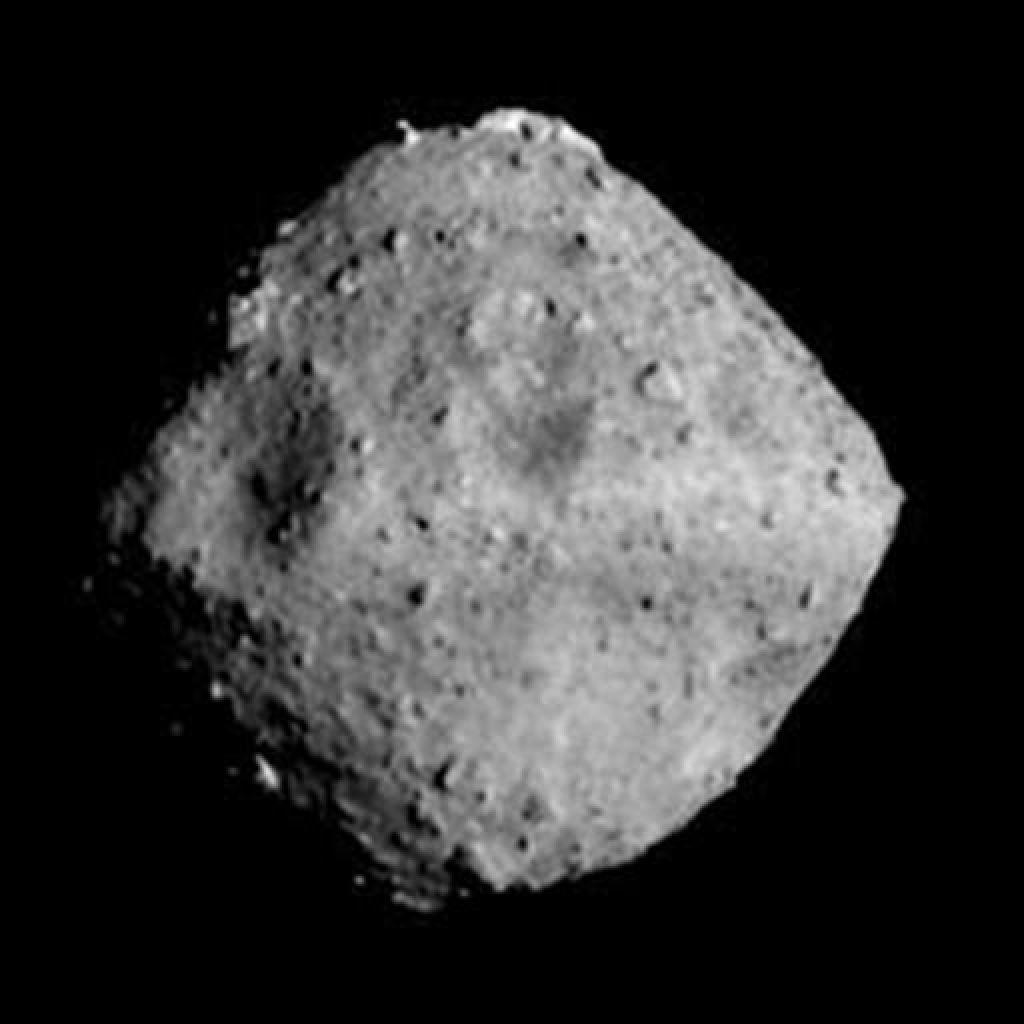Sokol selec napada zmajev grad ali kako bo japonska sonda ujela asteroid