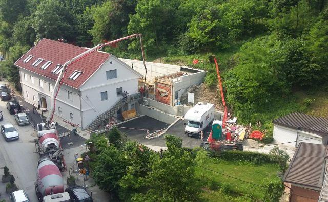Prenova hiše na Vodnikovi 5 se je zavlekla za dobro leto dni, vmes je JSS MOL zamenjal izvajalca in moral pridobiti novo gradbeno dovoljenje. FOTO: Andreja Žibret Ifko