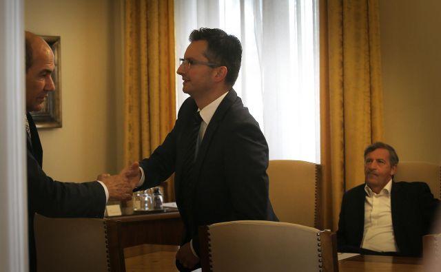 Janez Janša in Marjan Šarec sta se danes videla na sestanku vseh parlamentarnih skupin. Kdo od njiju bo mandatar? FOTO: Jože Suhadolnik/Delo