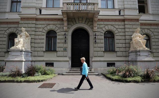 Stavba predsedniške palače je bila že v zasnovi namenjena predstavnikom državne oblasti. FOTO: Jože Suhadolnik/Delo