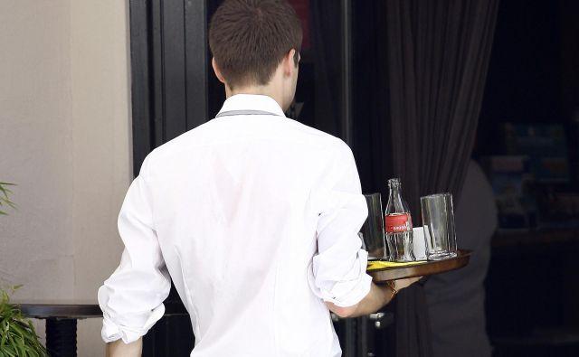 Največ povpraševanja po mladih je v gostinstvu. FOTO: Aleš Černivec/Delo