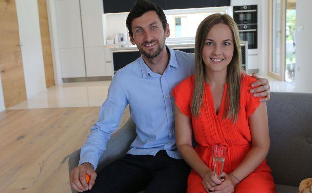 Jakov Fak se je ženo Mateo razveselil nove hiše v Lescah.<br /> FOTO Tomi Lombar