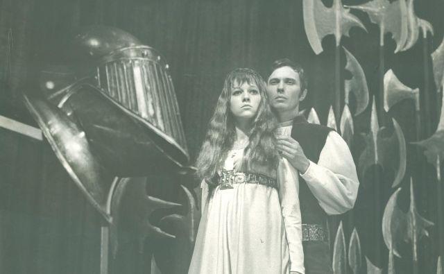 Uprizoritev Veronike Deseniške Otona Župančiča v izvedbi SLG Celje iz leta 1970.V vlogi Veronike in Friderika sta nastopala Minu Kjuder in Stane Potisk. Foto Viktor Berk